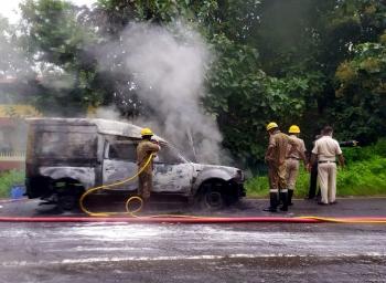 Vehicle catches fire at Alto-Porvorim