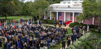 Being outdoors doesn't mean you are safe from Covid. A recent White House event showed us  what not to do…