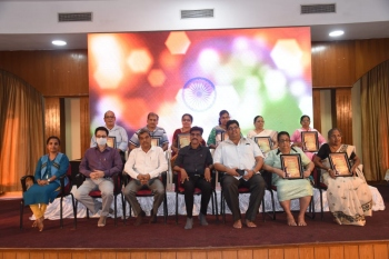 10 eminent freedom fighters feted
