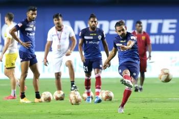 Mumbai City and ATKMB battle for League Winners Shield