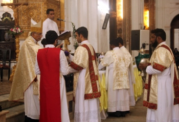 Chrism Mass: Priests stand as co-workers of their bishop