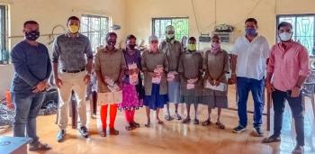 St Cruz BJYM felicitates Merces VP labourers