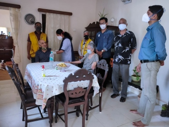 PHC Candolim & Calangute Lions-Leos   take vaccine to homes of elderly