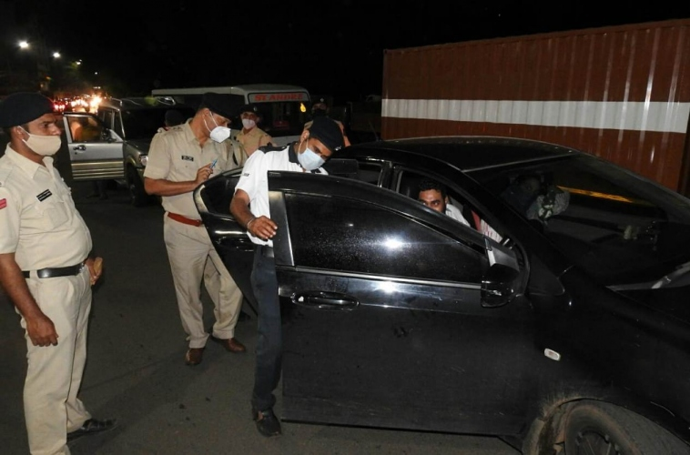 Margao police crack whip against cars with tinted glasses
