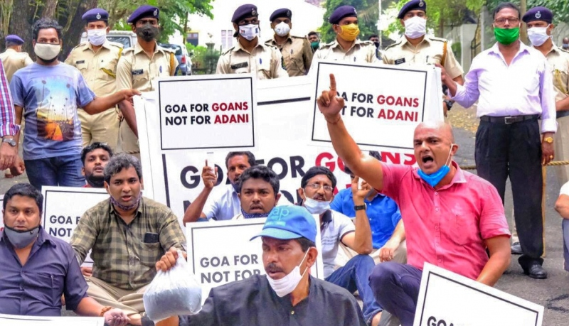 Coal storm at CM's residence; cops pick up AAP workers