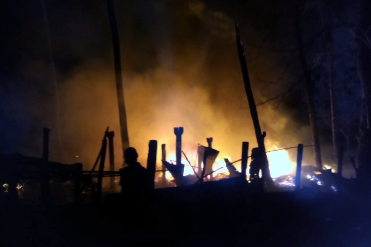 Resort goes up in  flames after gas cylinders explode