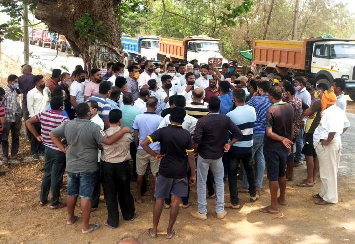 Pernem truckers stir, threaten to stop trucks from M'rashtra