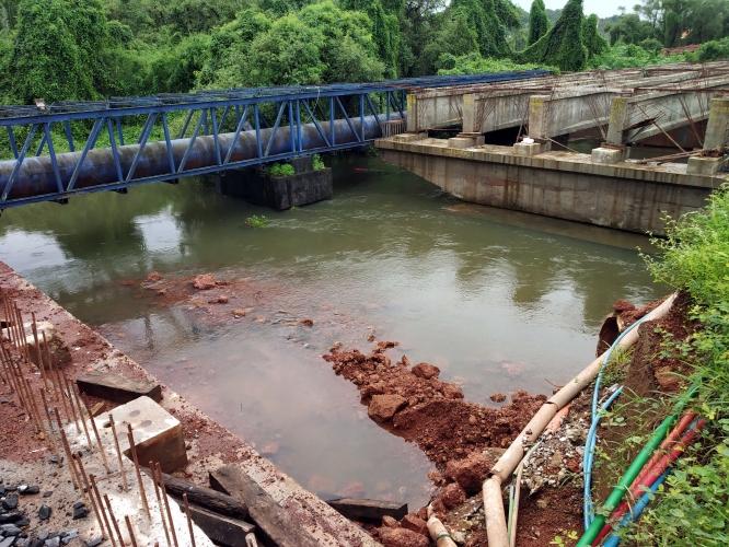 Mapusa councillors & locals agitated as MVR fails to clear debris under Tar river culvert