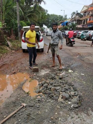 Calangute youth fills up potholed roads