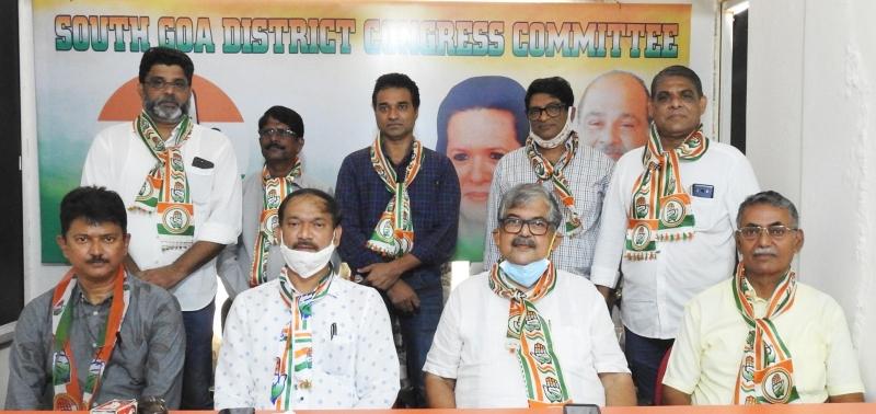 Six former AAP members join Congress